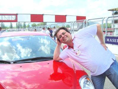 MeetMito: Rob als Motorhauben-Model