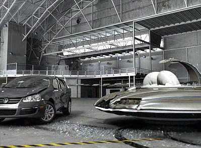 VW Jetta im Crashtest gegen eine fliegende Untertasse