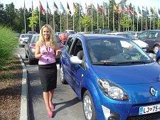 Sandrine zeigt den neuen Renault Twingo